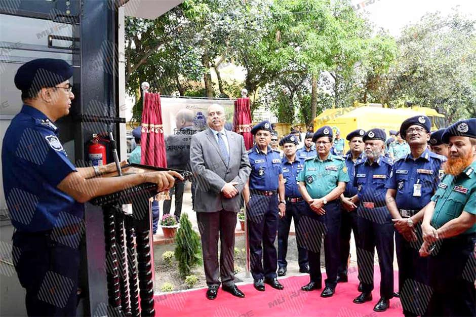 Cảnh sát Bangladesh cho giải pháp đậu xe ô tô Mutrade