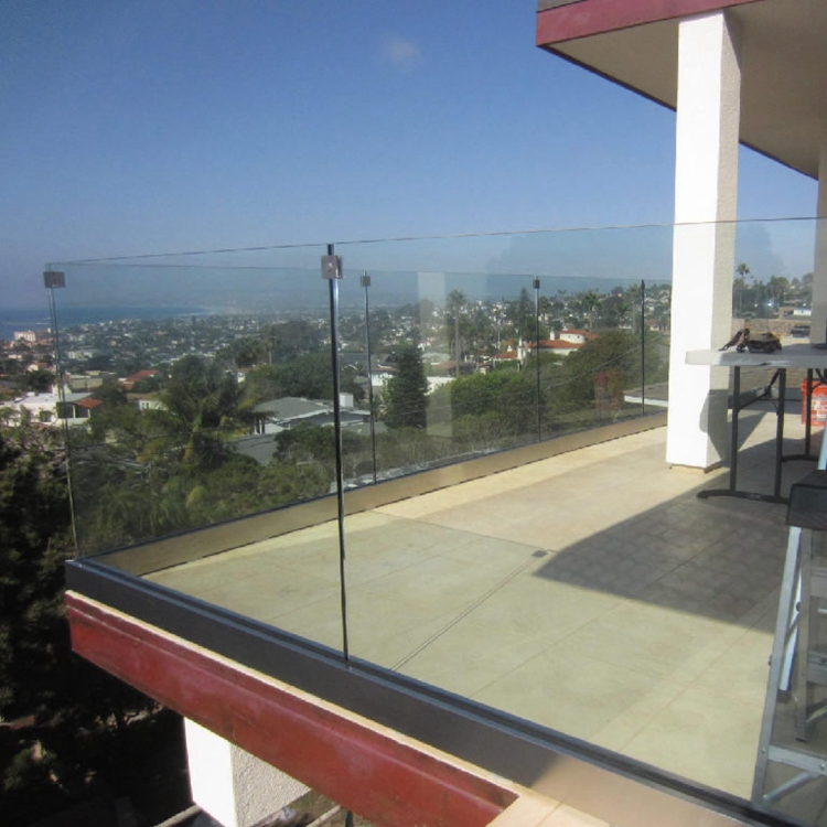 tempered-glass-balcony-railing-point-loma